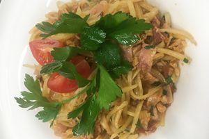 Салат острый картофельный с беконом и хрустящим луком