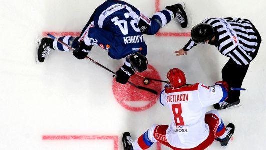 Комитет по организации чемпионата мира по хоккею огласил расписание матчей в полуфинале. Матч Россия – Финляндия состоится в Братиславе 25 мая в 16:15 по МСК.  Трансляция поединка будет доступна на различных интернет-ресурсах. Однако, что может сравнится с удовольствием коллективного переживания за исход игры!
