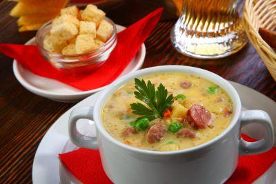 Густой суп с горохом и колбасками