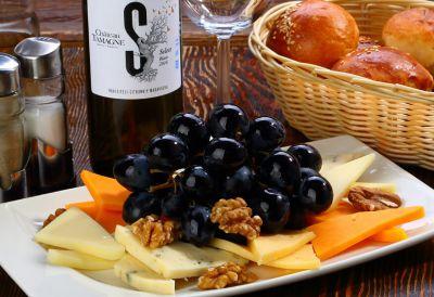 С виноградом и грецким орехом